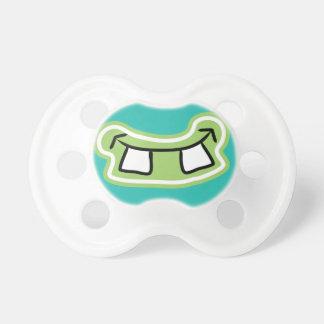 Mueca divertida del monstruo de los dientes de chupete de bebe