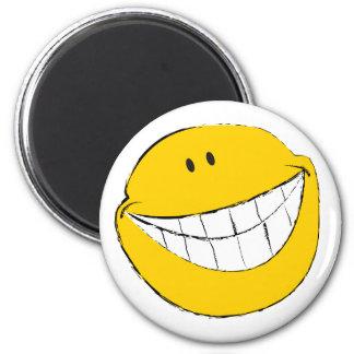 Mueca sonriente tonta de la cara imán redondo 5 cm