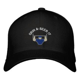 Mueca y cerveza bordó el casquillo gorra de beisbol