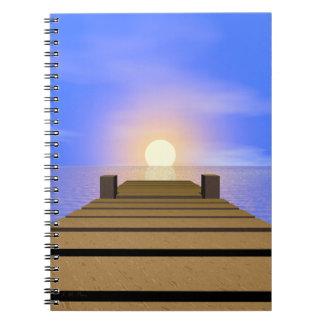 Muelle de la puesta del sol del verano libro de apuntes con espiral