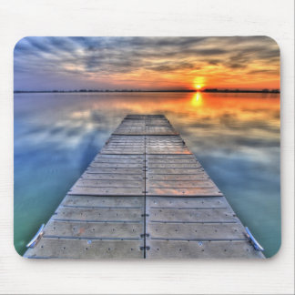 Muelle de la puesta del sol mousepads