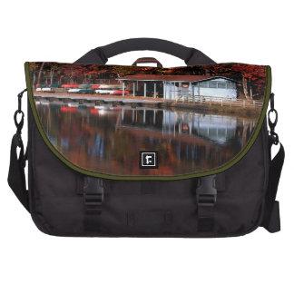 Muelle del barco en bolsos del ordenador portátil  bolsas de portatil