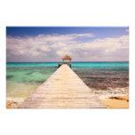 Muelle del paseo marítimo en el mar del Caribe Fotografías