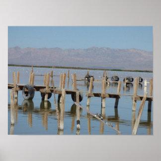 Muelle en el poster del mar de Salton