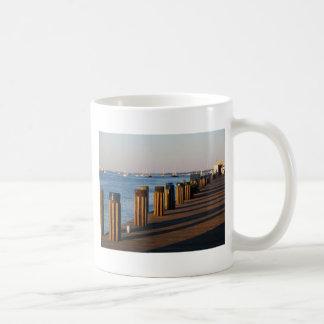 Muelle, puerto de Nantucket Tazas De Café