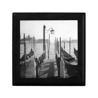 Muelle romántico de la góndola de Venecia, blanco  Cajas De Joyas