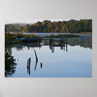 Muelle solo del río impresiones