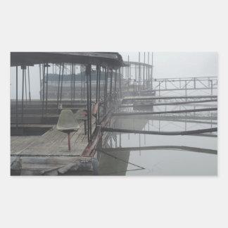 Muelles del barco en el lago del Ozarks Pegatina Rectangular