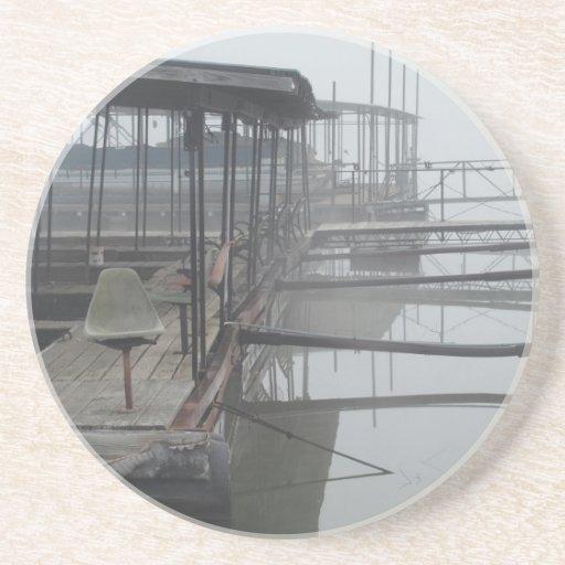 Muelles del barco en el lago del Ozarks Posavasos Para Bebidas