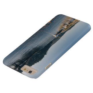 Muelles y agua poco profunda de madera funda barely there iPhone 6 plus