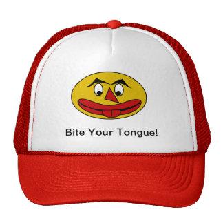 Muerda su cara amarilla divertida de la lengua gorras de camionero