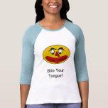 Muerda su cara amarilla divertida de la lengua camisetas