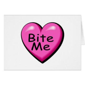 Muérdame corazón del caramelo tarjeta