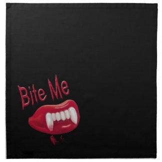 Muérdame - los labios y los dientes rojos de los servilleta