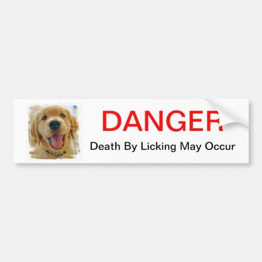Muerte del peligro lamiéndose pegatina para auto