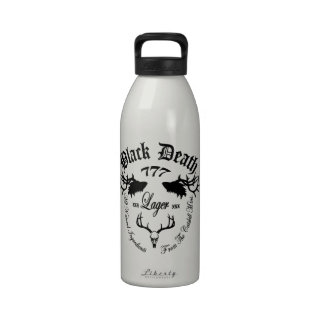 Muerte negra 777 - cerveza dorada de la montaña de botallas de agua