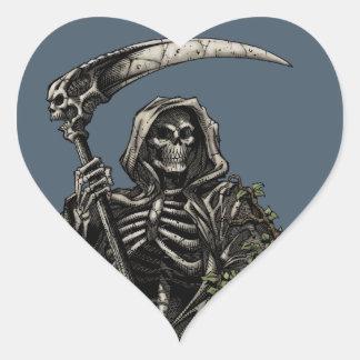 Muerte - parca esquelético malvado con la guadaña pegatina en forma de corazón