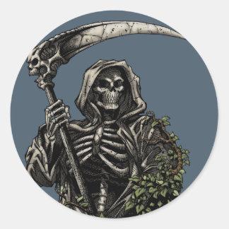 Muerte - parca esquelético malvado con la guadaña pegatina redonda