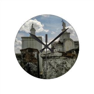 Muerte y belleza, del cementerio de no. 1 de St. L Reloj Redondo Mediano