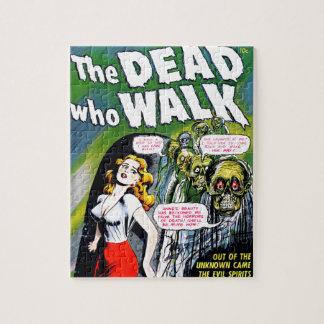 Muerto quién paseo - horror del zombi del vintage puzzle con fotos