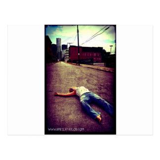 Muertos en la ciudad en abril Taylor Postales