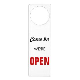 Muestra abierta retra colgador para puerta