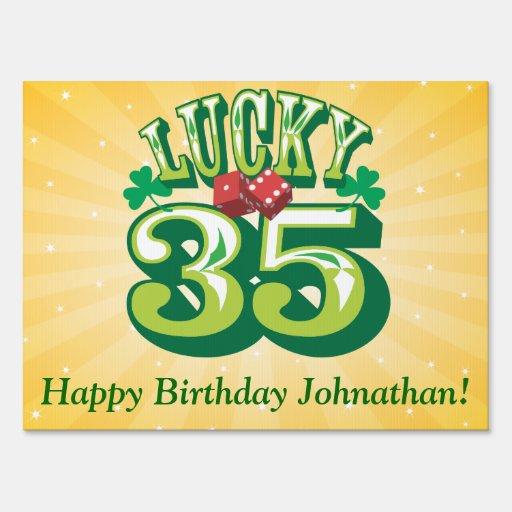 Muestra afortunada del feliz cumpleaños 35 letrero