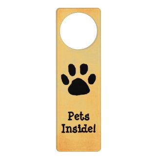 Muestra amonestadora de la puerta del mascota colgantes para puertas