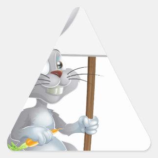 Muestra blanca del conejo de conejito de pascua colcomanias trianguladas personalizadas