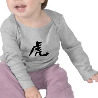Muestra china del zodiaco del tigre camisetas