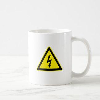 Muestra de alto voltaje taza de café
