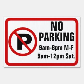 Muestra de encargo del estacionamiento prohibido letreros