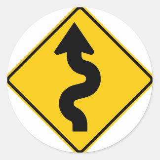 Muestra de la carretera de la carretera con curvas etiqueta