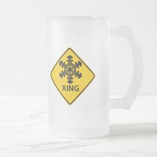 Muestra de la carretera de la travesía de la nieve taza de cristal