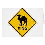 Muestra de la carretera de la travesía del camello tarjeta de felicitación