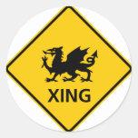 Muestra de la carretera de la travesía del dragón pegatina redonda
