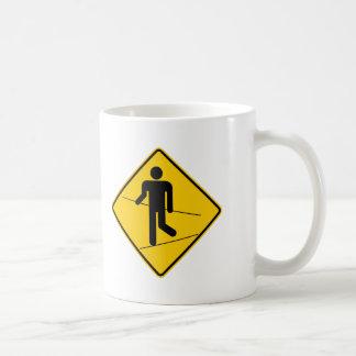 Muestra de la carretera de la zona del caminante taza de café
