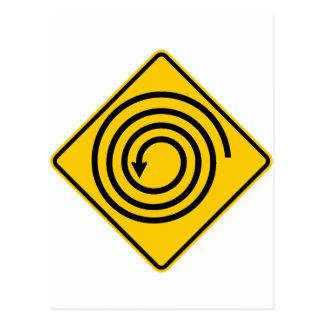 Muestra de la carretera del espiral a continuación postal