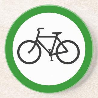 Muestra de la carretera del tráfico de bicicleta posavaso para bebida
