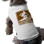 Muestra de la carretera que practica surf camiseta de perro