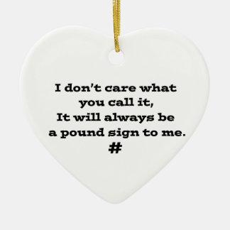 Muestra de la libra adorno navideño de cerámica en forma de corazón