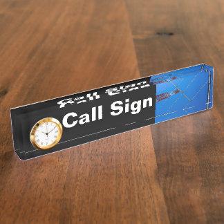 Muestra de la llamada por radio y antena y reloj
