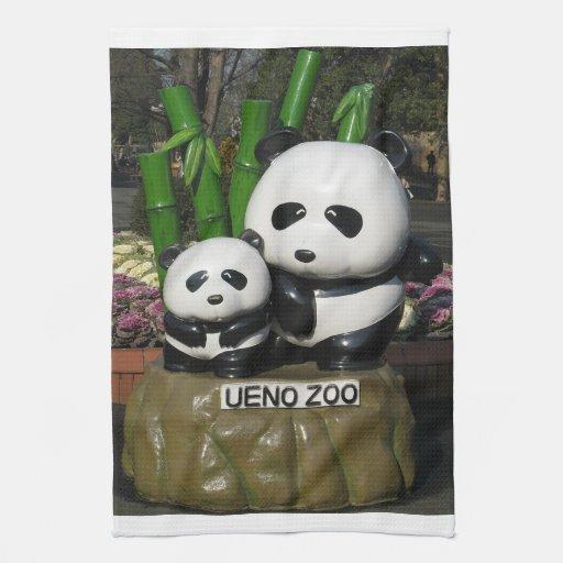 Muestra de la panda del parque zoológico de Ueno Toallas De Cocina