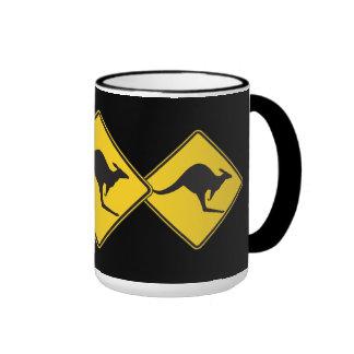 Muestra de la precaución del canguro taza de café