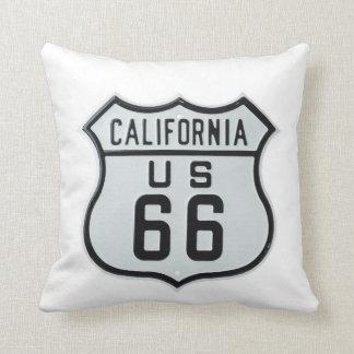 Muestra de la ruta 66 de California Cojín Decorativo