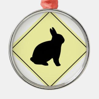 Muestra de la travesía del conejo adorno navideño redondo de metal