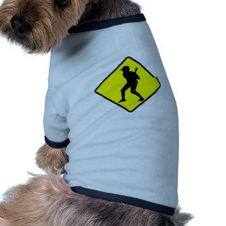 Muestra de la travesía del talud del béisbol camiseta de mascota