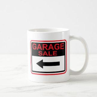Muestra de la venta de garaje este vector de la taza de café