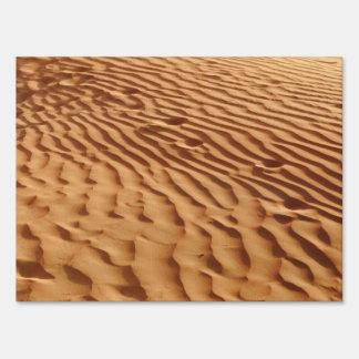 Muestra de la yarda de Duner de la arena Letreros