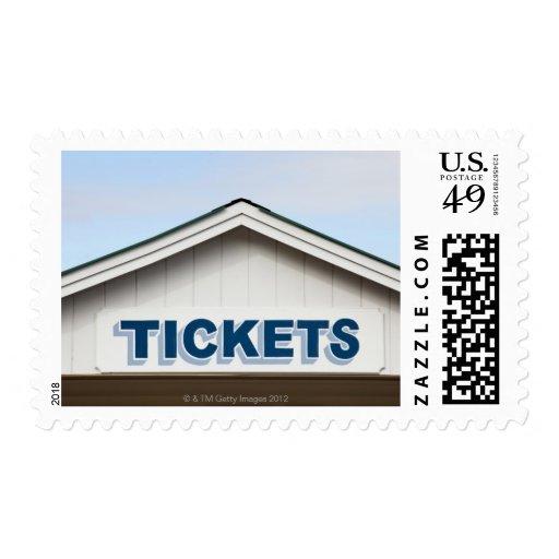 Muestra de los boletos en el edificio sellos